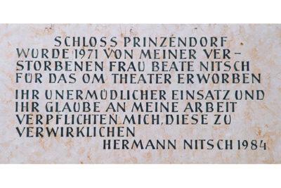 Schloss Prinzendorf wurde 1971 von meiner verstorbenen Frau Beate Nitsch füras OM Theater erworben. Ihr unermüdlicher Einsatz und Glabe an meine Arbeit verpflichten mich, diese zu verwirklichen. Hermann Nitsch 1984